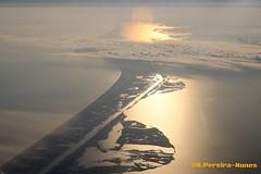 A great sunset reflecting on the Ocean on the Approach to the Houston Airport, USA (ssspnnn) Tags: houston snunes spnunes nunes spereiranunes canoneos70d usa texas pordesol crepusculo sunset luz houstonbay port eua eeuu