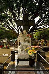 Cemitério (Vincent Zanicheli) Tags: estatua no cemitério em pirassununga cruz fotografia dia diferente depende do seu olhar