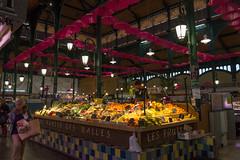 Paraguas (luisetegt) Tags: leshalles leshalleslourdes mercado frutería fruta paraguas lourdes