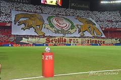 Tifo sevillista (Quico Pérez-Ventana) Tags: sevillafc realbetis laligasantander fútbol estadiosanchezpizjuan tifo biris birisnorte