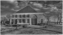 Monumentale boerderij 2 (Rens Timmermans) Tags: canon5dmk3 sigma1224f4556dg boerderijen hoekschewaard holland architectuur landschap blackwhite niksilverefexpro