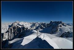 Départ pour la Vallée Blanche (gamelle71) Tags: alpes alps montagnes mountains aiguilledumidi valléeblanche arète neige snow nikond500 tokina1116f28 paysage landscape