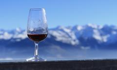 Santé :) (bulbocode909) Tags: valais suisse ovronnaz montagnes apéro verres vin bleu rouge brume