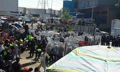CDMX: policías rescatan a seis presuntos ladrones que iban a ser linchados en la Ceda (conectaabogados) Tags: cdmx ceda iban ladrones linchados policías presuntos rescatan seis