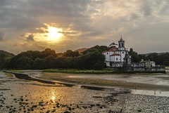 Niembro (Fransansum) Tags: sunset espaa sun sol de atardecer mar spain iglesia asturias paisaje reflejo puesta ria llanes niembro 500px ifttt