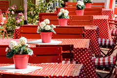 048_FlickrAusflüge.jpg (stefan.mohme) Tags: strand deutschland restaurant baden tisch sonne ostsee kiel schleswigholstein stuehle laboe quickbornheide