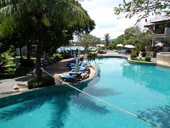 Zwembad bij Andaman Cannacia Resort