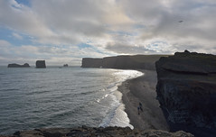 DYRHÓLAEY - walking on black sand (Andrea Zille) Tags: iceland islanda republicoficeland lýðveldiðísland islandazilleandrea