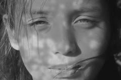 06/10/2015 (andré betron) Tags: light woman flower blancoynegro nature girl monochrome face look vintage hair kid eyes nikon blind wind retrato blues niños noise rostro retrait monocromatico p510 redskinbill