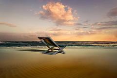 Vuoto (Zz manipulation) Tags: art ambrosioni zzmanipulation natura uccello volo cielo sky spiaggia sabbia calma vuoto sdraio pace solo solitudine rena