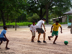 Jalapão/TO - Rio Novo (Paola Papini Photography) Tags: jalapao futebol soccer sports kids poor