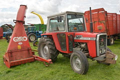 Massey Ferguson 550 Tractor with a Gyro Single Chop Trailed Silage Harvester (Shane Casey CK25) Tags: massey ferguson 550 tractor gyro single chop trailed silage harvester red agco lismore county waterford grass vintage working day demo farmer farm farming work agri agriculture machinery machine hp horse power pulling pull traktor tracteur trekker traktori trator ciągnik