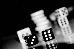 Black and white backgammon (Maria Eklind) Tags: spegling reflection dice tärning depthoffield dof backgammon macromondays bw blackandwhite dices tärningar game