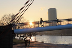 Frankfurt - Passengers on Holbeinsteg and Westhafen at golden hour (andre.douque) Tags: bridge sunset sun skyline de deutschland sonnenuntergang hessen frankfurt main brcke westhafen frankfurtammain goldenhour mainufer holbeinsteg gerippte winternachmittag