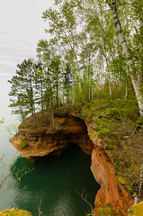 Maritime Cliffs (wackybadger) Tags: cliff lake tree water rock forest nationalparkservice lakesuperior apostleislandsnationallakeshore nikond7000 sigma1020mmf4exdchsm usnationallakeshore