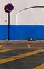 Clearway (TablinumCarlson) Tags: ocean leica blue shadow sea costa yellow del 50mm la spain mediterranean stripes noparking parking m espana blanca summicron gelb m8 roadsign blau med trafficsign schatten spanien clearway streifen verkehrsschild calpe azahar levante nostopping mittelmeer parkverbot calp safor penyal difac