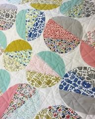 I love this circle quilt from @cloud9fabrics @lindaspiridon I was calling it Applique Pie 🍰💖 #kindredfabric #cloud9fabrics #applique