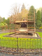 Kelvin (misterworthington) Tags: statue scotland scaffolding glasgow repair maintenance kelvin temperature glasgowuniversity listerine lister kelvingrovepark antiseptic riverkelvin lordkelvin lordlister centegrade