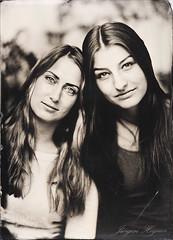 girlfriends (Jürgen Hegner) Tags: portrait blackandwhite bw analog ambrotype wetplate wideopen epis collodion schwarzweis 13x18 fkd 13x18cm kollodium ambrotypie jürgenhegner fkd13x18camera leitzepis32