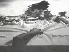 In Memoriam (Martin.Matyas) Tags: bett hand explosion bettdecke