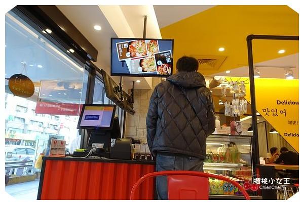 韓式拉麵,東區,復興南路,微風廣場,韓式拉麵,Teumsae 縫隙拉麵,台北市,拉麵,泡菜,年糕,海苔,韓國,韓式炸雞,韓式年糕,韓式烤肉,愛情鎖,首爾塔
