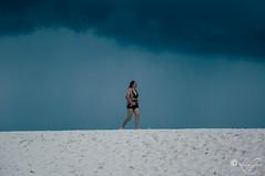 Entre-deux (louise garin) Tags: nature femme sable ciel contraste blanc marche thailande menaant entredeux sablefin bambouisland