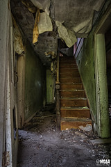 Come back down (Abandoned Rurex World.) Tags: maison abandonnée hdr 2017 urban urbex rurex mga explored abandoned house lost place old vintage decay derelict ue exploration urbaine canon 1022mm 70d forgotten home memento mori
