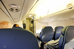 Embraer E175 Domestic First cabin (A. Wee) Tags: delta airlines 达美航空 domestic firstclass 头等舱 embraer e175 cabin