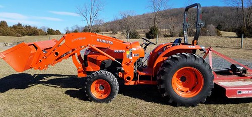 Like new KUBOTA L4600D 4wd 46hp Tractor with Loader; only 124 hours ($20,496.00)