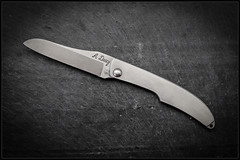 1C5A5372 (bakelite1) Tags: couteaux d2 discret alain descy cran forcé métal clip parmentier