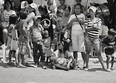 People watching... (Leitratista) Tags: street photography blackwhite moment explore abra100 parade nikond3400 nikoncapture nikonshots kitlens 1855mmafpvrkit inspiration life children heat throughherlens