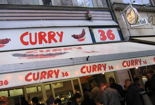 Famoso currywurst por Kreuzberg