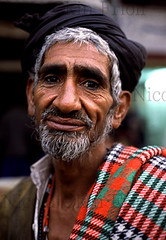 Lahore-33 (Nicola Okin Frioli) Tags: old city pakistan portrait man face wow photography photo asia foto photographer nicola photojournalism free oldman portraiture lance fotografia ritratto lahore photojournalist theface okin frioli okinreport wwwokinreportnet nicolaokinfrioli fotogiornalista nicolafrioli