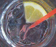 Geometrie estive (Minollo) Tags: ice cube ghiaccio cannuccia limone lemon tonicwater drink acquatonica vaffaday