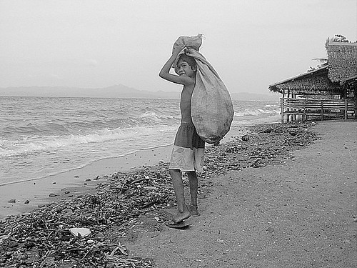Pinoy Filipino Pilipino Buhay  people pictures photos life Philippinen  菲律宾  菲律賓  필리핀(공화국) Philippines recycler recycling boy trash cebu