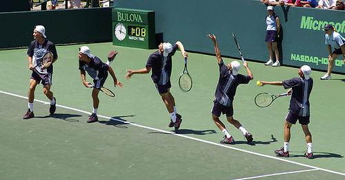 Mặt sân cứng, sân cỏ hay sân đất nện ảnh hưởng tới trận thi đấu tennis như thế nào?