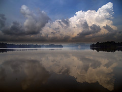 Gathering Storm (espion) Tags: blue reflection topf25 water clouds skyscape iso100 topf50 singapore 500v20f 100v10f weeklysurvivor f4 e500 zd 14mm 1000v 1445mm 11250 ourplanet 12from2006 frhwofavs upperpeircereservoir