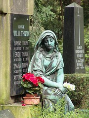 2006-04-23 Melaten cemetery, Cologne 4 ([ henning ]) Tags: flowers red sculpture friedhof green abandoned church monument cemetery grave graveyard statue stone yard germany garden typography sadness memorial mourning sony cementerio verdigris tomb tombstone gothic north goth cologne ground kln 2006 figure burial nrw stony churchyard lettering cemitrio remembrance burying statuary sorrow koeln nordrheinwestfalen rheinland boneyard henning grief mourn inscription verlassen cimetire commemoration epigraph melaten dscf828 rhinewestphalia cimiteri bereavement mhlinghaus muehlinghaus