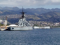 USS Missouri (BB 63) and USS Arizona Memorial - Pearl Harbor - Oahu - Hawaii - 08 January 2002 (goatlockerguns) Tags: arizona usa hawaii oahu unitedstatesofamerica wwii worldwarii pearlharbor battleship ussarizona cotcmostfavorited bachspicsgallery