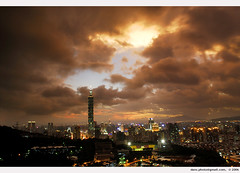 Taipei at the eve before typhoon Saomai 2006 ii (*dans) Tags: skyscraper taiwan taipei taipei101 typhoon capitalcity saomai typhoonsaomai