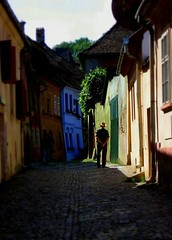 sighisoara blues (olahus) Tags: man colors colours couleurs blues medieval romania sighisoara lonely transylvania couleur homme seul roumanie moyenage mures barbat transylvanie schassburg allein ardeal culori rumanien singur rumunia ardelean abigfave errumania szegesvar rumenia moyenagesque rmnia colorat    judetulmures