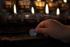 Ofrenda (javipaper) Tags: luces velas profundidaddecampo