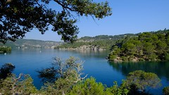 Fenêtre sur lac *---- ° (Titole) Tags: blue lake france lac pins pines provence friendlychallenges esparronsurverdon titole nicolefaton
