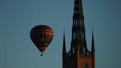 Just passing (jurgenkubel) Tags: heisluftballon churchtower hotairballoon kirchturm luftballong kyrktorn kyrkotorn