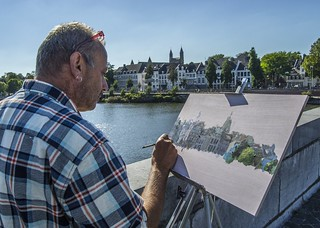 Man painting in Maastricht
