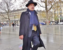 2015-12-12  Paris - Place de la République (P.K. - Paris) Tags: street people paris december candid sidewalk décembre 2015