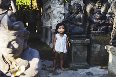 (TheTimeTraveler!) Tags: world travel viaje portrait people bali sculpture girl indonesia photography photo kid amazing visit best niña fotos local lovely ubud mejores chldren