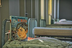 le avventure di CRIS (Szydlak Szk) Tags: abandoned derelict forgotten old school beds urbex szydlak book library avventure di cris decay bed college nostalgia nostalgic vintage boy