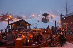 Huddle Up (Ken Cruz --- Fernweh) Tags: campfire ski skis skiing people mirrorless skiresort snoqualmie snow fog foggy nature outdoors cascade washingtonstate pacificnorthwest huddle snowboard snowboarding snowing