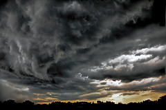 Storm Cloud (Klaus Ficker --Landscape and Nature Photographer--) Tags: storm clouds cloud thunderstorm weather evening sunset weatherinkentucky kentuckyphotography klausficker canon eos5dmarkii